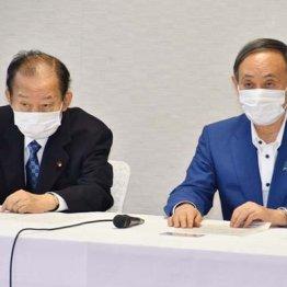 メダルで政権維持もくろむ愚策(菅首相と自民党の二階幹事長=左)
