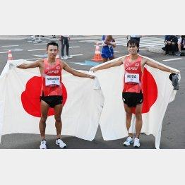 銀メダルの池田(右)と銅メダルの山西(C)JMPA