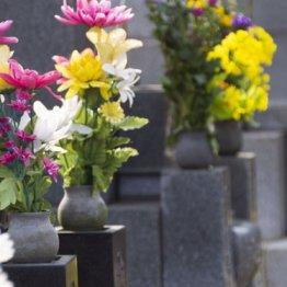 コロナ禍のお盆 墓参りは遠慮して実家に花や日用品を贈る