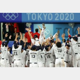 金メダルを獲得した侍ジャパン(C)真野慎也/JMPA