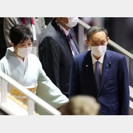 その通りになったことは一つもない(東京五輪閉会式での菅首相と小池都知事) (C)真野慎也/JMPA