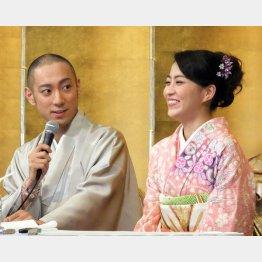 麻央さんは何を思う?(婚約会見=2010年)/(C)日刊ゲンダイ