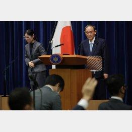 緊急事態宣言の延長を決定し記者会見する菅首相(C)JMPA