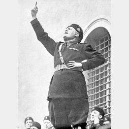 56万人の若きファシスト党員に軍隊への入隊を呼びかけるムソリーニ(C)World History Archive/ニューズコム/共同通信イメージズ