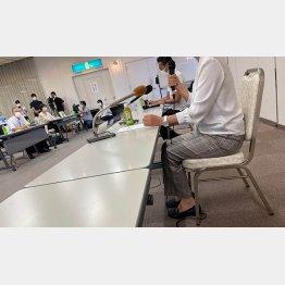 川内議員と講演にのぞむ赤木雅子さん(鹿児島市内=撮影:相澤冬樹)