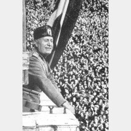 ムソリーニは大衆を前にオペラまがいのセリフで演説するほどの雄弁家であった(C)World History Archive/ニューズコム/共同通信イメージズ
