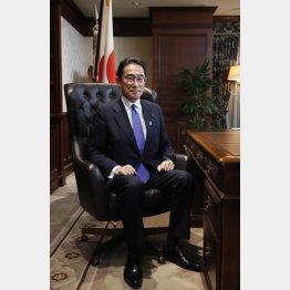 総裁の椅子には座れたが…(岸田文雄新総裁)/(C)JMPA