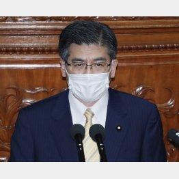代表質問をする公明党の石井幹事長(C)日刊ゲンダイ