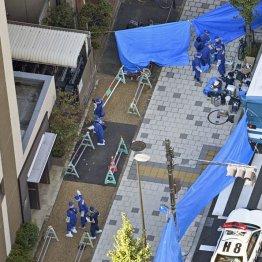 森本彩加さんが刺され死亡した事件で、現場付近を調べる兵庫県警の捜査員