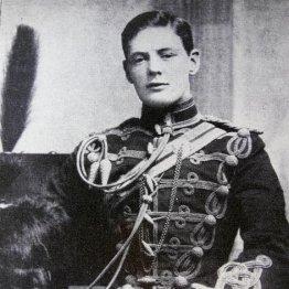 軍服姿のチャーチル(1895年)